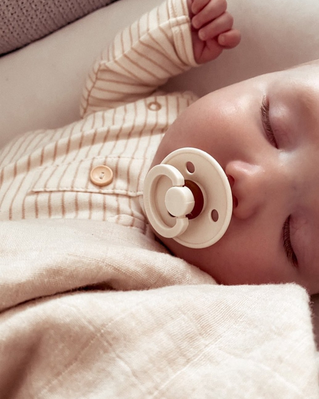 The most rewarding sight to see your precious one soundly asleep dreaming her best dreams. ..📷 @nataliejaneofficial ..#thepetitsoldier #thepetitsoldierhk #thepetitsoldierbaby #organicbaby #organiccotton #organicbabyclothes #primarycotton #organicbabyproducts