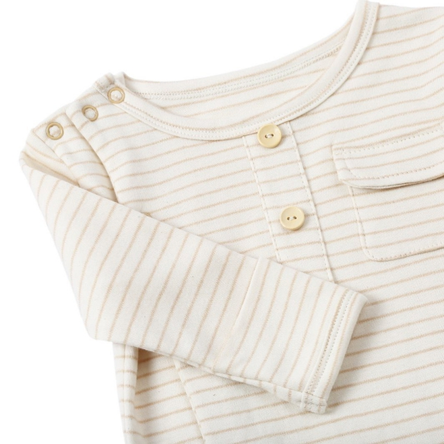 The Petit Soldier Organic Sleepsuit featuring fold-over scratch cuffs to prevent your baby from accidentally scratching their delicate skin while sleeping. We've also designed built-in feet, which will keep their tiny tootsies warm and snug! #thepetitsoldier #thepetitsoldierhk #petitsoldierlondon #londonbaby #newborn #organicbaby #organiccotton #cottonsleepsuit #organicbabywear #organicnewborn #mumtobe2019